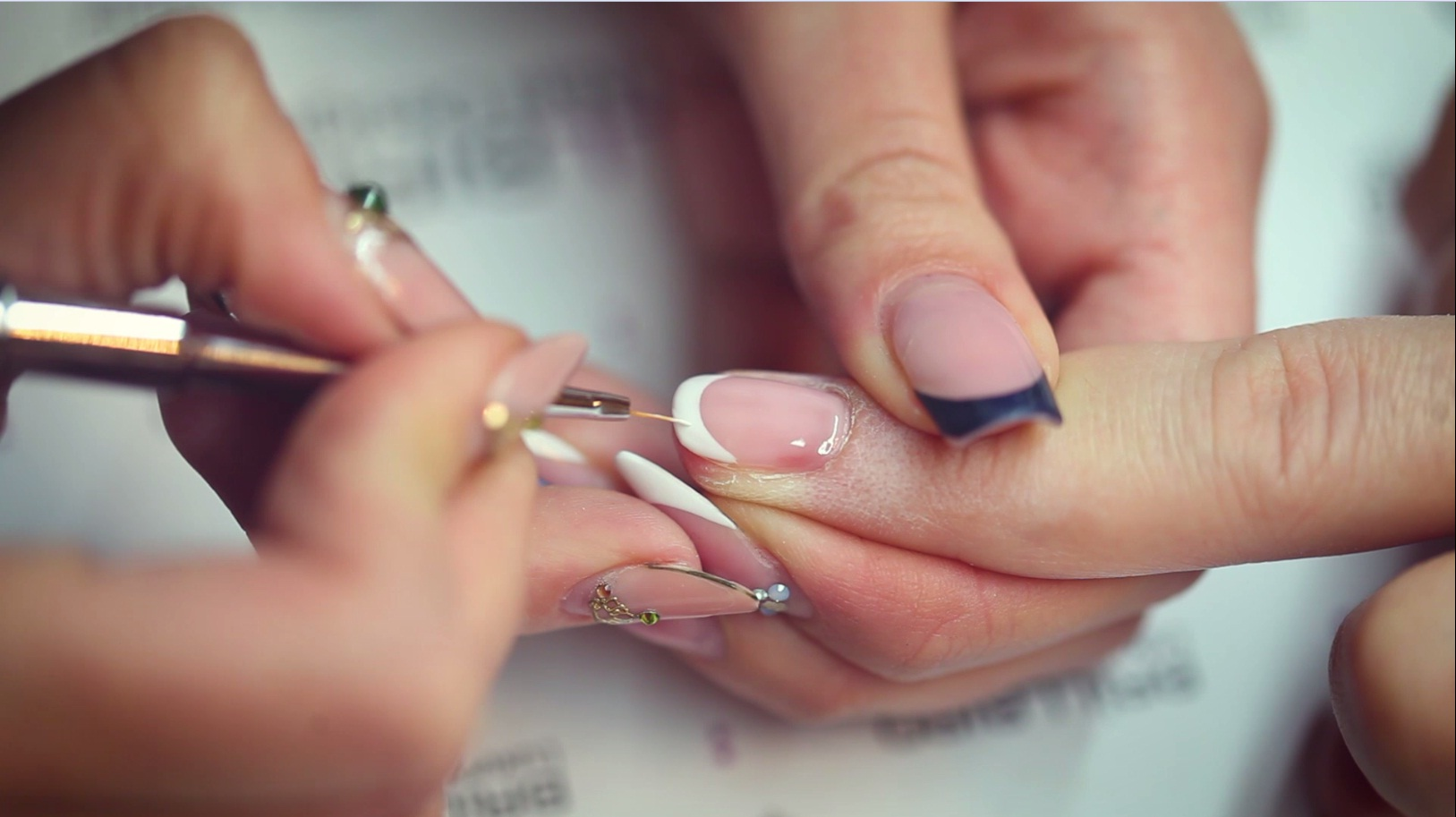 Hypnotic French Manicure easy and fast by Luca Kispál